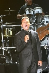 120505 Luis Miguel Noticia